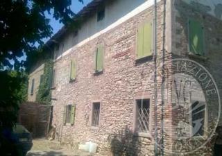 Abitazione con appezzamento di terreno in Scandiano (RE)