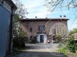 Immagine di Fabbricato con due unita' immobiliari e terreno coltivato in Correggio (RE)