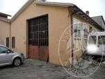 Immagine di Lotto di terreno con fabbricato civile su tre livelli e capannone ad uno e due piani fuori terra in Cadelbosco di Sopra (RE)