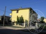 Immagine di Abitazione al piano primo con cantina ed autorimessa in Reggiolo (RE)