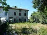 Immagine di Fabbricato unifamiliare su 3 piani con garage, corte e terreno agricolo in Correggio (RE)