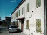 Immagine di Fabbricato unifamiliare con area cortiliva e box auto in Guastalla (RE)