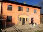 Immagine di Abitazione su 3 livelli con cantina, soffitta, deposito ed area cortiliva in Brescello (RE)