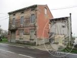Immagine di Fabbricato unifamiliare con corte pertinenziale, autorimessa e terreno in Reggiolo (RE)