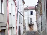 Immagine di Fabbricato residenziale su 3 livelli con cortile ed autorimessa in Guastalla (RE)