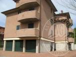 Immagine di Appartamento con cantina, autorimessa, posto auto ed area esterna in Castellarano (RE)