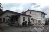 Complesso immobiliare (centro aziendale zootecnico, tre corpi di fabbrica, stalla) in Ventasso (RE)