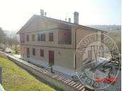 Edificio composto da 2 unita' abitative con garage ed area cortiliva in Vezzano sul Crostolo (RE)
