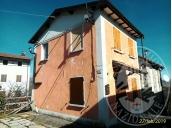 Abitazione singola su tre livelli con terreno e cantina in Villa Minozzo (RE)