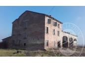 Fabbricato abitativo oltre a deposito ed area cortiliva in Reggiolo (RE)