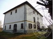 Fabbricato da terra a tetto con cortilivo esclusivo in Reggio Emilia (RE)