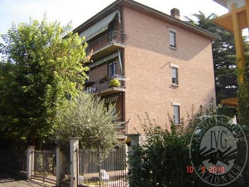 Appartamento al piano secondo con cantina ed autorimessa in Reggio Emilia (RE)