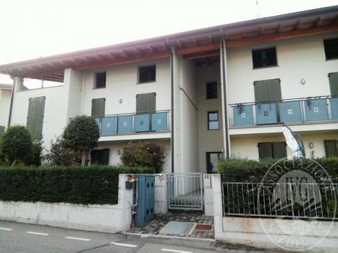 Unita' abitativa al piano primo con cantina ed autorimessa in Quattro Castella (RE)