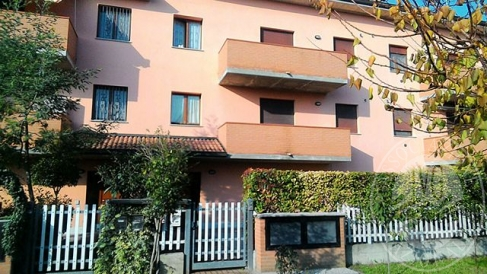 Appartamento al piano secondo con autorimessa in Cadelbosco di Sopra (RE)