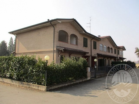 Villetta a schiera con garage e corte esclusiva in Cadelbosco di Sopra (RE)