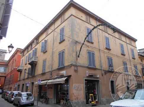 Appartamento al piano terzo di storico fabbricato con cantina in Reggio Emilia (RE)