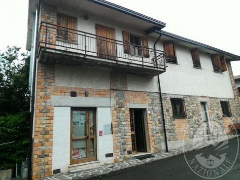 Complesso immobiliare con terreni e fabbricati in Villa Minozzo (RE)