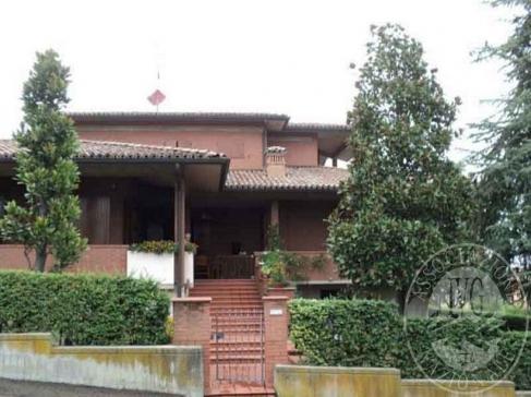 Due alloggi con autorimessa a piu' posti auto, ripostiglio ed area cortiliva in Castellarano (RE)