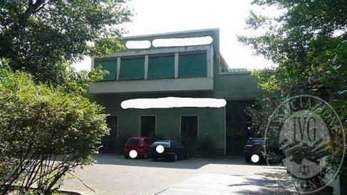 Opificio, su due piani, con fabbricato di servizio ed area cortiliva in Reggio Emilia (RE)