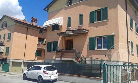 Appartamento su due livelli con sottotetto ed autorimessa doppia in Boretto (RE)