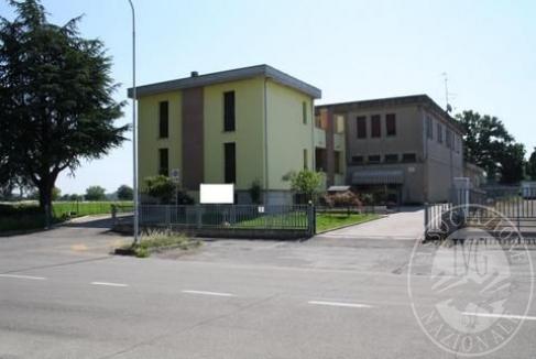 Complesso immobiliare costituito da capannone artigianale, due unita' immobiliari ad uso abitativo, negozio ed autorimessa pertinenziale in Albinea (RE)