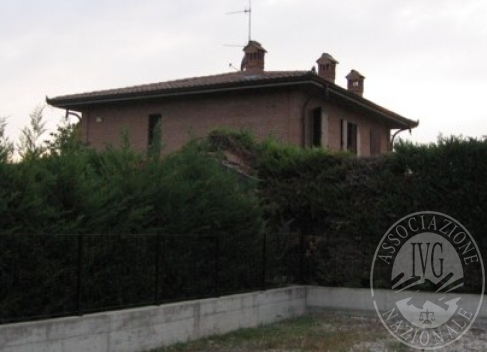 Villa con parco, piscina e autorimessa in Cadelbosco Sopra (RE)