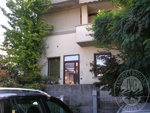 Porzione di fabbricato costituita da laboratorio artigianale con uffici, locali di servizio e abitazione in Reggio Emilia