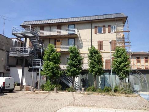 Struttura adibita a casa di cura composta da due fabbricati comunicanti con ampio parcheggio in Reggiolo (RE)