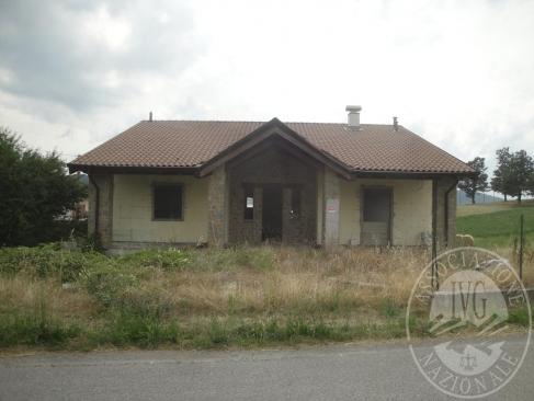 Villa in costruzione su 3 piani con area cortiliva e autorimessa in Casina (RE)