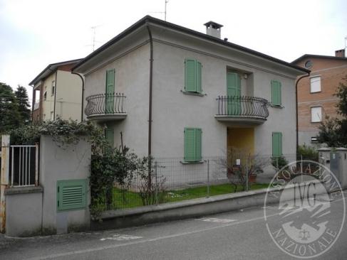 Villetta con cortile, cantina e ampio garage in Scandiano (RE)
