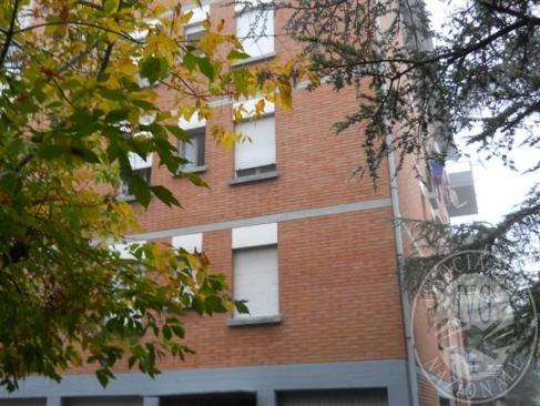 Piena proprieta' di appartamento al piano secondo di palazzina con ascensore e al piano terra cantina ed autorimessa in Reggio Emilia