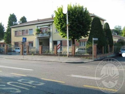 Parte di capannone artigianale con antistante zona uffici area cortiliva e giardino di proprieta' esclusiva in Reggio Emilia