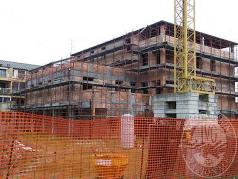Fabbricato abitativo in corso di costruzione per 15 appartamenti e 9 garage in Gualtieri (RE)