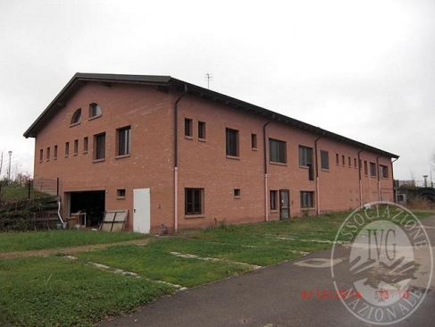 Ristorante con annessa area cortiliva e quota di autorimessa per 6 posti auto in Reggio Emilia (RE)