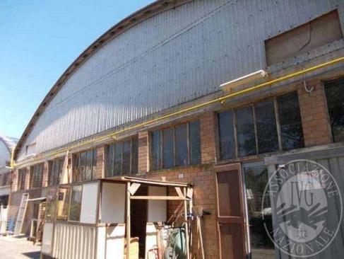 Parte di complesso industriale con aree cortilive e macchinari in Carpineti (RE)