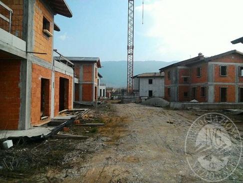 3 Appezzamenti di terreno edificabile a destinazione residenziale con sovrastanti 6 edifici in Brescia (BS)