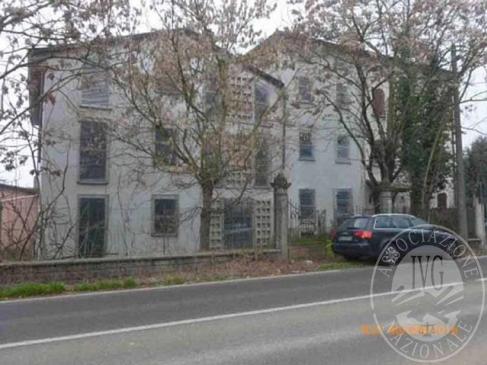 Complesso edilizio comprendente 8 appartamenti, 9 autorimesse ed 1 villetta in Montecchio Emilia (RE)
