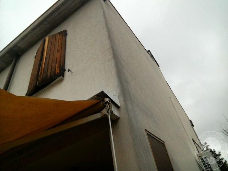 Proprieta 39 superficiaria di villetta a schiera su due for 2 piani di garage per auto 3 piani