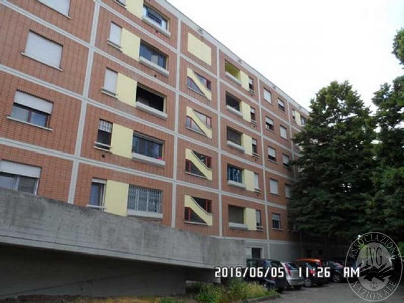 Appartamento al terzo piano con garage e cantina in for Garage con al piano di sopra