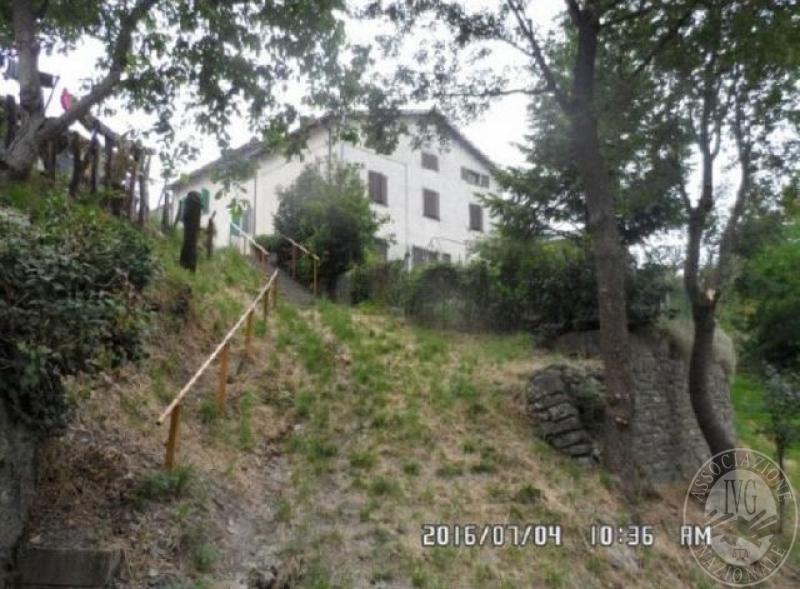 Villetta con area cortiliva con legnaia e ripostiglio in for Legnaia con ripostiglio