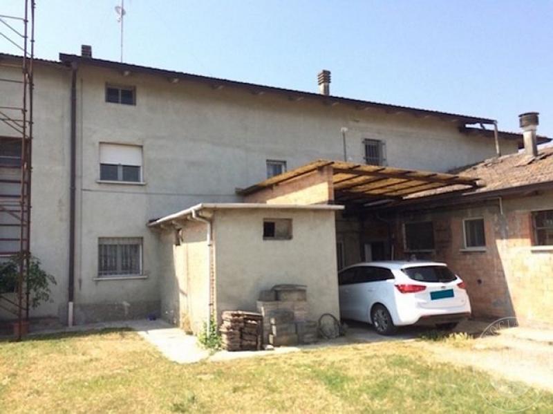 Porzione di edificio abitativa su 3 piani con area for Edificio a 3 piani