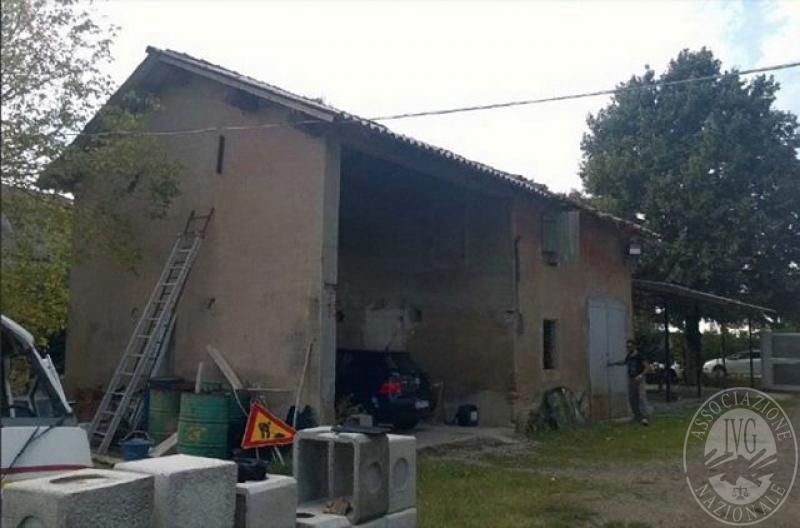 Abitazione su 2 piani con ex stalla fienile deposito for Piani casa fienile