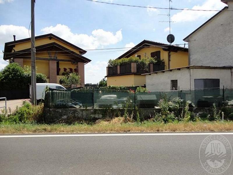 Casa indipendente su 2 piani con autorimessa in bagnolo in for 6 piani di casa con 4 bagni
