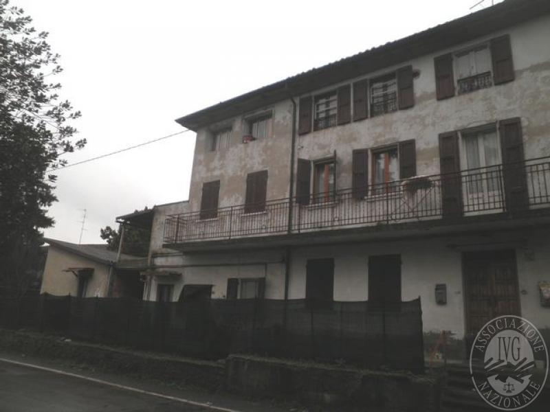 Porzione di immobile residenziale da terra a tetto con for Software di piano terra residenziale