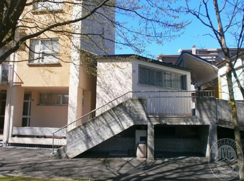 Appartamento su due livelli con garage in s martino in for Garage a 2 livelli