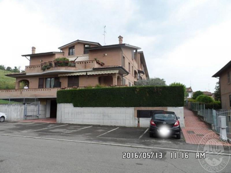 Appartamento al piano rialzato primo con garage ed area for Garage con al piano di sopra
