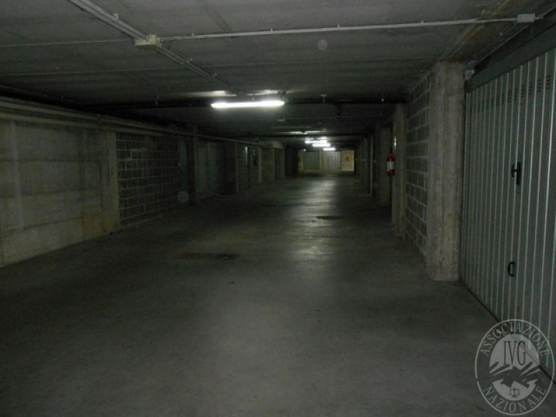 Garage al piano seminterrato in guastalla re for Progettista del piano terra del garage